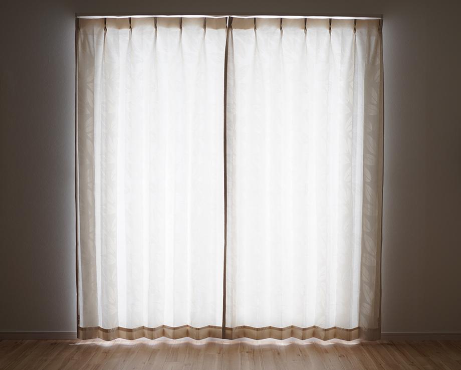 カーテンの「生地全体から」光が漏れる場合